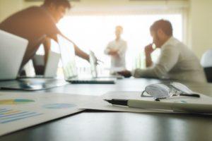 Réunion de travail avec le client et l'équipe technique pour la rédaction des spécifications fonctionnelle d'une application métier