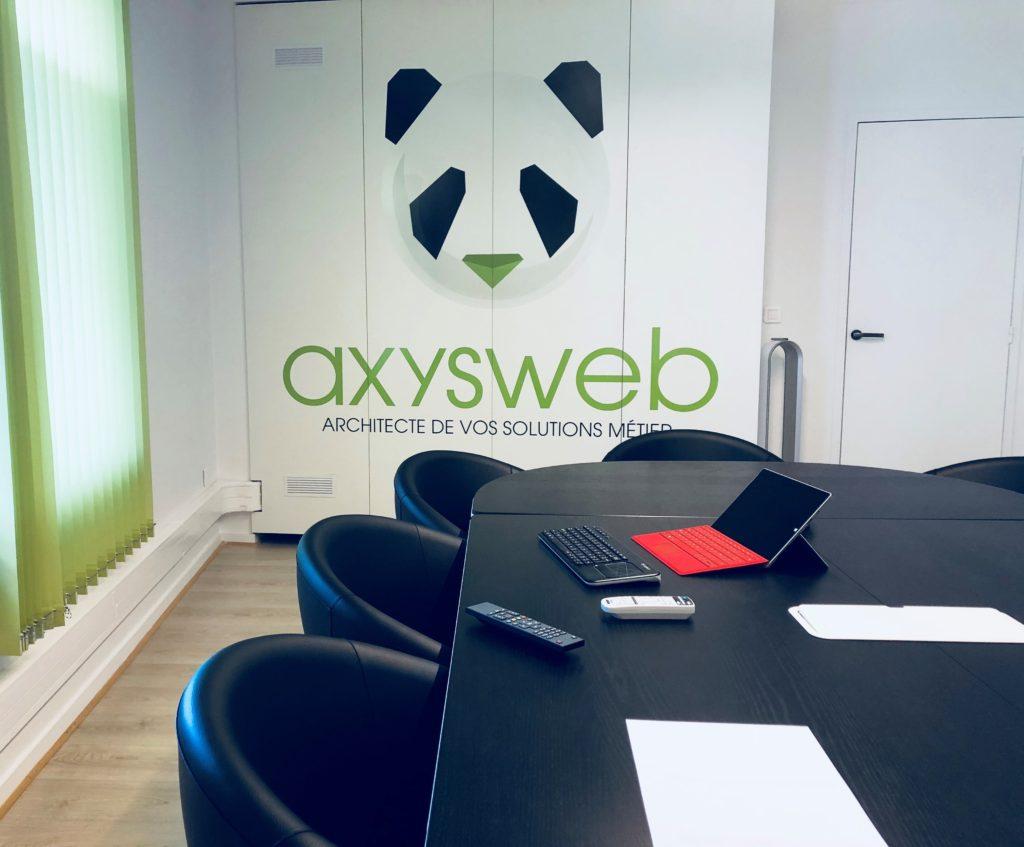 Salle de réunion dans les locaux d'axysweb : agence de développement sur mesure à bordeaux cauderan