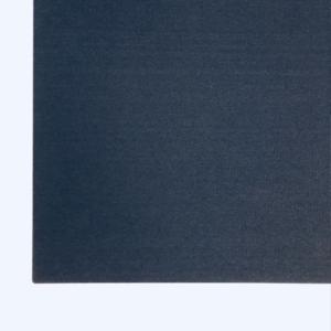 Salle de réunion axysweb : zoom sur les panneaux acoustiques noir au mur